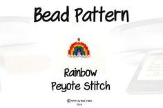 Ich liebe die Farben des Regenbogens und versucht, das lebendige Licht-Show in diese Regenbogen Perlenmuster zu duplizieren. Der Regenbogen-Bogen misst etwa 2,25 cm Breite 2 cm in der Höhe. Das Design ist in einem Peyote-Diagramm aber kann als Ziegel Stich genäht werden, falls gewünscht.