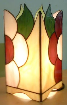 Pintura, Tiffany y otras Artes: Tiffany, Lámparas varias. Stained Glass Light, Stained Glass Paint, Tiffany Stained Glass, Stained Glass Designs, Stained Glass Projects, Stained Glass Patterns, Stained Glass Windows, Vitromosaico Ideas, Mosaic Glass