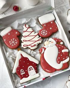 christmas cookies gingerbread Weihnachtspltzchen 2019 Cute and Beauty Christmas Biscuits Ideas - Page 3 of 4 - Vida Joven Cute Christmas Cookies, Christmas Biscuits, Iced Cookies, Cute Cookies, Christmas Sweets, Noel Christmas, Holiday Cookies, Cupcake Cookies, Cupcakes