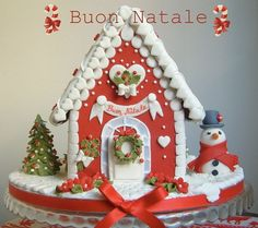 To celebrate the past Christmas, here is some of all-time favorite Amazing Traditional Christmas Gingerbread Houses ever created. Christmas Gingerbread House, Gingerbread Cake, Christmas Sweets, Noel Christmas, Christmas Goodies, Christmas Baking, Christmas Decorations, Gingerbread Houses, Christmas Cakes