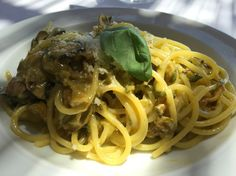 Celebrity chef Marc Murphy shares his favorite eats from his family's recent trip to the Amalfi coast, which was heavy on seafood, pizza, and lemons. Chef Recipes, Italian Recipes, Fried Zuccini, Zucchini Pasta Recipes, Amalfi Coast Italy, Positano, Pasta Dishes, Main Dishes, Spaghetti