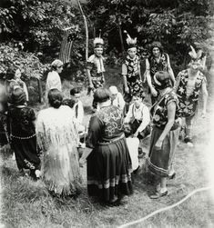 A Menominee Ceremony, possibly the beginning of a dance. Native American Genocide, Native American Tribes, Native American History, Native American Clothing, Native American Photos, Menominee Tribe, Dancing In The Rain, Rain Dance, Native Indian