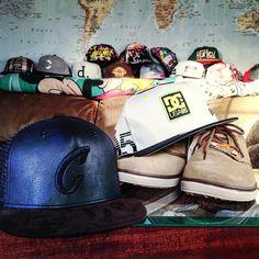 Qual você escolhe?   Camisas exclusivas a partir de R$ 39,90 Saiba mais aqui:http://www.vitrinepix.com.br/dubarato #cap #snapback #strapback #abareta