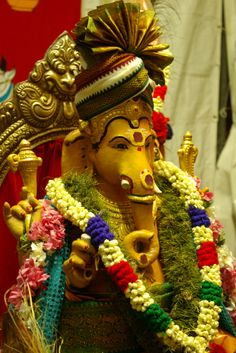 Today is Sankashti Chaturthi dedicated to Lord Ganesha. Devotees believe their wishes would be fulfilled if they pray on this day. Observing Vrat on this day reduce their problems, remove all obstacles & invoke the blessings of Lord Ganesha.