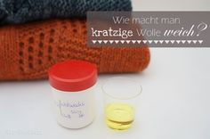 Der neu gestrickte Pullover kratzt? Hier findet ihr die Lösung, wie man kratzige Wolle weicher machen kann.