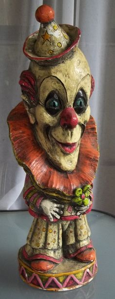 Can I interest you in a few creepy clown tricks? Scary Clown Mask, Le Clown, Circus Clown, Circus Theme, Evil Clowns, Scary Clowns, Funny Clowns, Clown Statue, Mime