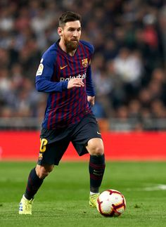 MADRID, SPAIN - MARCH Lionel Messi of Barcelona runs with the ball during the La Liga match between Real Madrid CF and FC Barcelona at Estadio Santiago Bernabeu on March 2019 in Madrid, Spain. (Photo by Quality Sport Images/Getty Images) Fc Barcelona, Barcelona Players, Lionel Messi Barcelona, Lional Messi, Messi Vs Ronaldo, Antonella Roccuzzo, Steven Gerrard, Messi Pictures, Premier League
