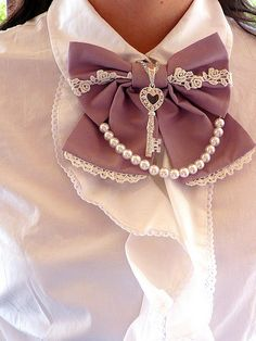 Pearl & bow  - DIY Idea    This would look awesome for a steampunk costume.