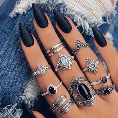 black nail nail art nail polish  WWW.NAILARTS.CO