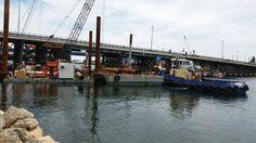 Lifting Piles at Fremantle Bridge