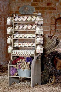 Přírodní mýdla a koupelnový porcelán PurPur Ladder Decor, Advent Calendar, Marketing, Holiday Decor, Creative, Home Decor, Pictures, Decoration Home, Room Decor