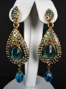 Peacock style earrings are so beautiful and elegant.