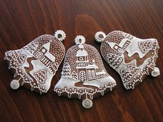 Winter scenes gingerbread bell cookies, with a delicate icing paintwork Gingerbread Christmas Decor, Christmas Sweets, Christmas Cooking, Christmas Goodies, Gingerbread Cookies, Christmas Bells, Gingerbread Houses, Christmas Angels, Fancy Cookies