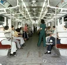70 년대 서울에 대한 이미지 검색결과 Metro Subway, Seoul Fashion, Korean Traditional, Seoul Korea, Big Daddy, Modern History, Old Photos, Creative Design, Haha
