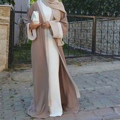 Abaya cardigan is a new fashion trend that is trending nowadays in the street style. The veiled women always love to wear Abaya during the Ramadan month because Eid Outfits, Modest Outfits, Modest Dresses, Fashion Outfits, Womens Fashion, Muslim Dress, Hijab Dress, Hijab Outfit, Islamic Fashion