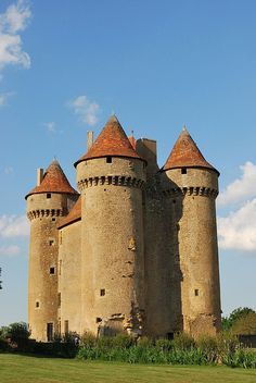 Château de Sarzay — Wikipédia Chateau Medieval, Medieval Castle, Medieval Fortress, Castle House, Castle Ruins, Beautiful Castles, Beautiful Buildings, Old Abandoned Buildings, Beau Site