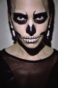 Genius Last Minute Halloween Makeup: The Glam Skeleton