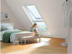 Vanskelig å løsrive seg fra denne utsikten og dagslyset som strømmer inn Attic Master Bedroom, Attic Rooms, Attic Spaces, Bedroom Loft, Loft Conversion Bedroom, Attic Conversion, Attic Loft, Loft Room, Loft Design