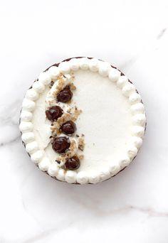 Cioccolato e pecan crostata con crema alla vaniglia