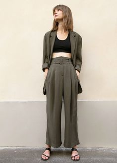 Tencel Belted Pants in Dark Olive – The Frankie Shop Minimalist Dresses, Minimalist Fashion, Minimalist Style, Classy Outfits, Cool Outfits, Blazer Buttons, Boyfriend Jeans, Work Wear, Style Inspiration