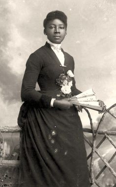 Victorian Era Fashion, Victorian Women, Victorian History, Edwardian Era, Native American Women, Ebony Beauty, Vintage Photos, Vintage Portrait, Vintage Photographs