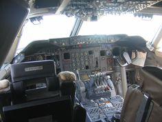 Cockpit of Lufthansa 747-230