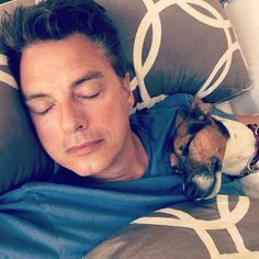 "John Barrowman Brasil su Instagram: ""John e seu cachorro Jack"""