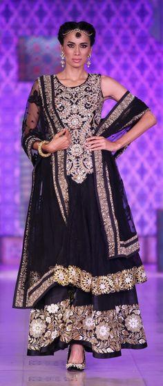 Niki Mahajan's Prive Couture show in Mumbai, Sep 2013