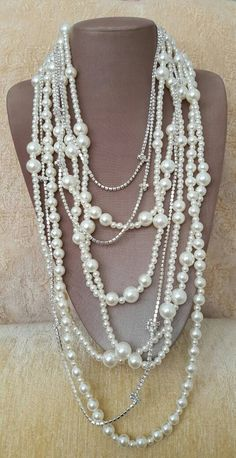 A pearl necklace is such a classic piece of jewelry that it works for almost any occasion. Pearls have an effortless elegance about them and can be dressed up or dressed down. Layered Pearl Necklace, Long Pearl Necklaces, Cool Necklaces, Girls Necklaces, Rhinestone Necklace, Pearl Jewelry, Bridal Jewelry, Beaded Jewelry, Jewelery