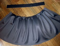 DIY pleated skirt tutorial. basically you pleat a rectangle of fabric and add a waistband and zipper. Perfect for that navy fabric i just bought. This tutorial has great finishing tips.