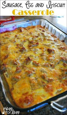 The BEST Sausage, Egg and Biscuit Breakfast Casserole The BEST make ahead casserole ever! This sausage, egg and biscuit breakfast casserole can be made the night before. Warm, cheesy and delicious! Breakfast Desayunos, Breakfast For A Crowd, Breakfast Items, Breakfast Dishes, Breakfast Sausages, Breakfast Potatoes, Breakfast Burritos, Make Ahead Breakfast Casseroles, Brunch Ideas For A Crowd