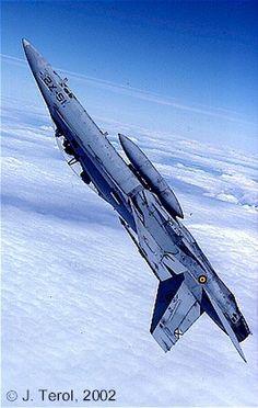 F-18 del Ejercito del Aire Español realizando un looping | Hispaviación 2.0