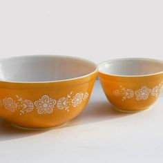 Pyrex Mixing Bowl Set  Butterfly Gold Pattern by KaytoesVintage,