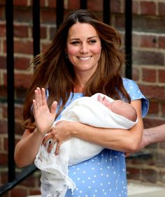 Kate Middleton, healthy and extremely happy, carries her little prince in her arms.