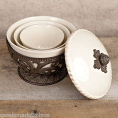 The-GG-Collection-Acanthus-Leaf-3-Pc-Ceramic-Nesting-Mixing-Serving-Bowls