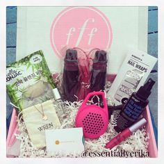 Find out what's in the #SummerEdition @fabfitfun box on the blog! #essentiallyerika #fabfitfun #subscription #ad #sponsored #summer #summertime #ontheblog #blogger #blogginmamas
