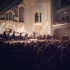 In concerto alla Laeiszhalle di Amburgo con il Maestro Antonio Pappano  #santaceciliatour #accademiadisantacecilia #roma #rome #orchestra #chorus #classicalmusic #sinfonia #symphony #santacecilia #auditoriumparcodellamusica #salasantacecilia #choral #music #classica #musicaclassica #auditorium #italy #italia #igersitalia #igersrome #twitter #instamusic  www.santacecilia.it