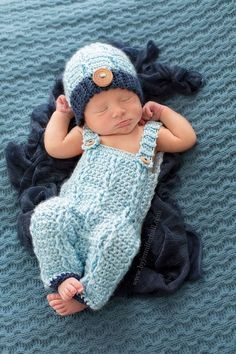 Sewing Ideas For Baby Baby outfit - Baby Overalls and beanie - Crochet baby boy outfit - Baby Photo Prop Crochet Baby Dress Pattern, Crochet Baby Hats, Crochet Clothes, Baby Knitting, Newborn Crochet Outfits, Crochet Patterns, Crochet Baby Stuff, Newborn Outfits, Crochet Beanie