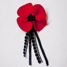 A hand-crafted poppy brooch I made from red felt and black beads, crochet lace and satin ribbon. Available in my Etsy shop [link] poppy brooch Felt Flowers, Flowers In Hair, Fabric Flowers, Handmade Felt, Handmade Flowers, Poppy Craft, Poppy Brooches, Fuzzy Felt, Felt Brooch