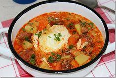 Jó kis magyaros ízekkel készülünk a hétvégére, egy tartalmas levessel, ami után már csak egy kis palacsinta vagy piskóta, esetleg valami sós pogácsa hiányzik, ha inkább a sós ízekre szavazol. Naan, Curry, Ethnic Recipes, Food, Kalay, Curries, Meals