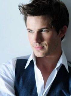 Matt Lanter- Liam from 90210... Im sure gonna miss this face! So sad it had to end :(