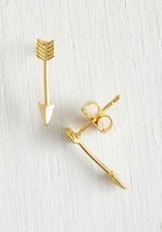 Spirited In the Sky Earrings in Gold. Glamorize your in-flight ensemble with these gold arrow earrings! #gold #modcloth
