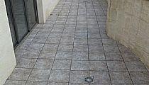 Terraza descubierta (55m2). Orientada a calle María Parodi. Torrevieja