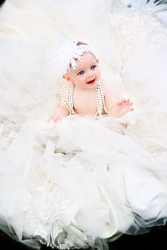 month photo with mom's wedding dress! Milford month photo with mom's wedding dress! Baby In Wedding Dress, Wedding Dress Pictures, Wedding Dresses For Girls, Mama Baby, Mom And Baby, Baby Girls, Girl Photo Shoots, Baby Girl Pictures, Baby Poses