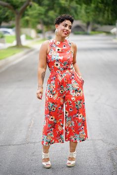HI DARLINGS! Ok, so I guess I am a little bias but this jumpsuit is amazing, lol. I knew after I designed it that it would release in the summer, although it is a pre-fall pattern, so I knew I would be making a cropped version of my jumpsuit for the summer months. I also …