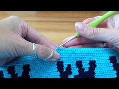 Mochila, how to prevent the yarns from tangling / hoe hou je de draden uit de knoop - YouTube