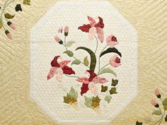 Petal Showcase Quilt -- splendid skillfully made Amish Quilts from Lancaster (hs5456)