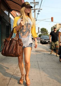 e6c75fb61da Sexy Jessica Simpson pictures shoes wearing a short shorts - picture  uploaded by androidplacebo to people