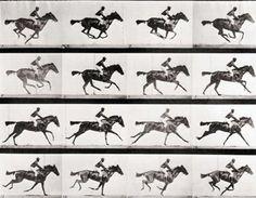 """ilk hareketli resim- 1878-Sinemanın ilkel halinin mucidi olarak bilinen Eadweard Muybridge o dönemde çok merak edilen ve üzerine bahisler oynanan """"bir at dört nala koşerken dört ayağı birden aynı anda yerden kesilir mi?"""" sorusunu ispatlatmak isteyen dönemin Kaliforniya valisi ve yarış atları sahibi Lelan Stanford tarafından görevlendirilir.  Bunun üzerine atın hareket halindeki görüntüsünü yakalamaya çalışan Muybridge, fotoğraf makinelerinden oluşan bir düzenek kurarak, 1/1000 enstantane"""