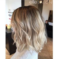 In love with this long textured bob! Hair by In love with this long textured bob! Hair by Brown Ombre Hair, Ombre Hair Color, Hair Color Balayage, Blonde Ombre Hair Medium, Balayage Bob, Blonde Hair, Textured Bob Hairstyles, Pixie Hairstyles, Vidal Sassoon Hair Color